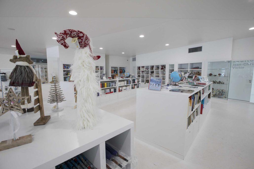 boutique souvenirs Station des Rousses